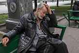 Obdachlose in Kiew während der Corona Krise. Es gibt nach inofiziellen Schätzungen bis zu 20000 Obdachlose in der ukrainischen Hauptstadt. Viel stattliche Hilfe gibt es nicht, aber kleine Organisationen versuchen das nötigste zu organisieren. / Homeless in Kiev during the Corona crisis. According to unofficial estimates, there are up to 20000 homeless people in the Ukrainian capital. There is not much help, but small organizations try to organize the most necessary.