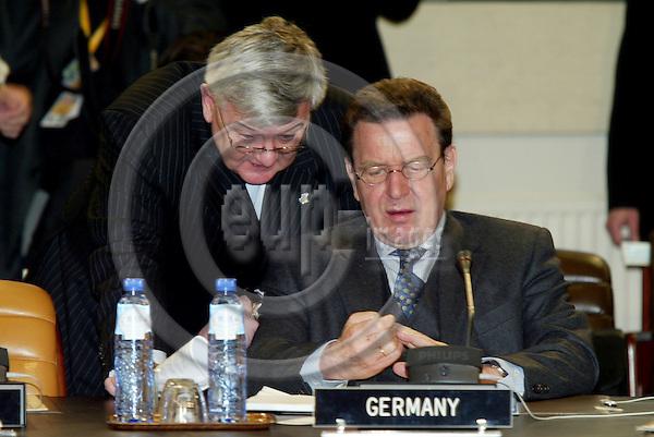 BRUSSELS - BELGIUM - 22 FEBRUARY 2005 --NATO North ATLANTIC SUMMIT-- The Germans, Joschka FISCHER, Foreign Minister, and Gerhard SCHRïDER (Schroder, Schroeder), Federal Chancellor, at the beginning of the summit.  PHOTO: ERIK LUNTANG / EUP-IMAGES