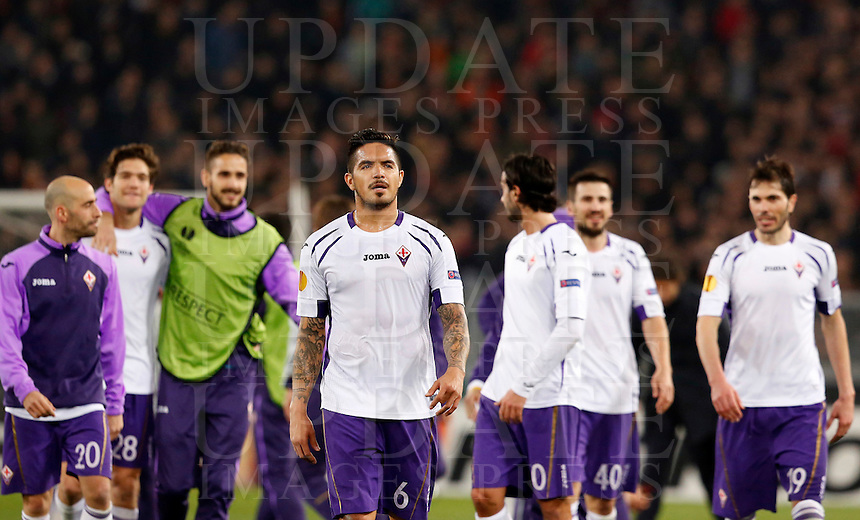 Calcio, Europa League: Ritorno degli ottavi di finale Roma vs Fiorentina. Roma, stadio Olimpico, 19 marzo 2015.<br /> Fiorentina's players leave at the end of the Europa League round of 16 second leg football match between Roma and Fiorentina at Rome's Olympic stadium, 19 March 2015. Fiorentina won 3-0.<br /> UPDATE IMAGES PRESS/Riccardo De Luca
