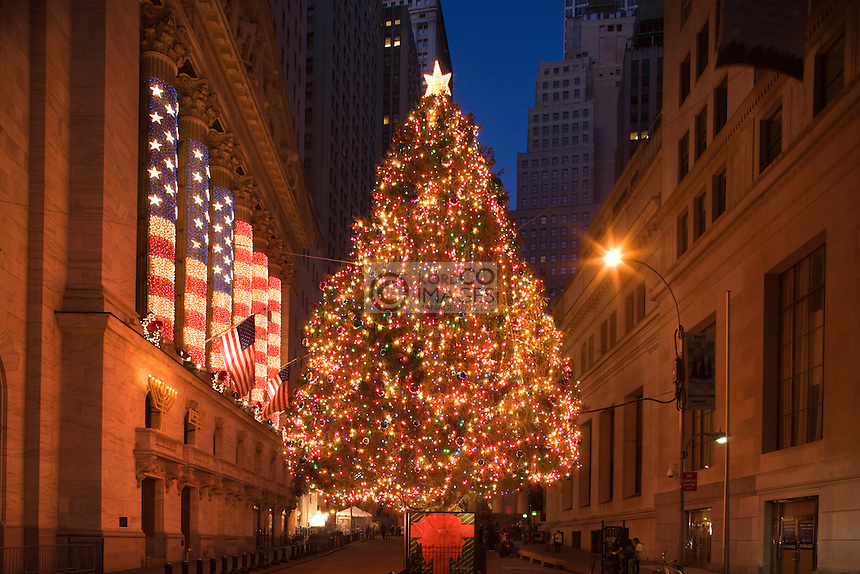 CHRISTMAS TREE LIGHTS BROAD STREET FINANCIAL DISTRICT MANHATTAN NEW YORK CITY USA