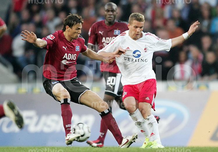 Fussball 1. Bundesliga Saison 2005/2006    32. Spieltag 1. FC Koeln - Hamburger SV               Khalid BOULAHROUZ (li, Hamburg) gegen Lukas PODOLSKI (re, Koeln)