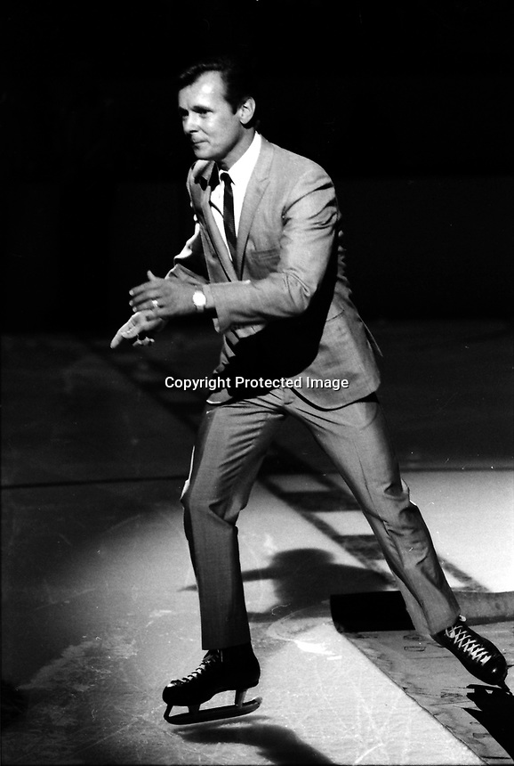 Singer John Gary sings at the opening game for the California Golden Seals 1067 season opener against the Philadelphia Flyers. (photo/Ron Riesterer)