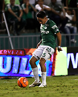 CALI - COLOMBIA – 14 - 06 - 2017: Fabian Sambueza, jugador de Deportivo Cali, durante partido de ida de la final entre Deportivo Cali y Atletico Nacional, por la Liga Aguila I-2017, jugado en el estadio Deportivo Cali (Palmaseca) de la ciudad de Cali. / Fabian Sambueza, player of Deportivo Cali, during a match of the first leg of the finals between Deportivo Cali and Atletico Nacional, for the Liga Aguila I-2017 at the Deportivo Cali (Palmaseca) stadium in Cali city. Photo: VizzorImage  / Luis Ramirez / Staff.