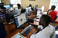KENYA, Turkana, refugee camp Kakuma, JRS online university , distance learning for refugees / KENIA, Turkana, Fluechtlingslager Kakuma, JRS Jesuit refugee service, online Universitaet, Fernstudium fuer Fluechtlinge, online Zeitung Sudan Tribune mit Foto von Praesident des Suedsudan Salva Kiir
