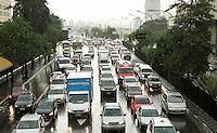 SAO PAULO, SP, 08 MARCO 2013 - TRANSITO EM SAO PAULO - Apos forte chuva o transito encontra-se completamente engarrafado na radial Leste sentido bairros no Tatuape zona leste da cidade nesta sexta 08. (FOTO: LEVY RIBEIRO / BRAZIL PHOTO PRESS)..