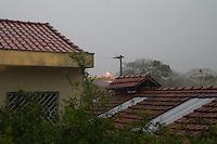 SÃO PAULO, SP, 24.02.2017 - CLIMA-SP - Chuva forte no bairro do Ipiranga, zona sul de São Paulo (SP), na tarde desta sexta-feira (24).(Foto: Carlos Pessuto/Brazil Photo Press)