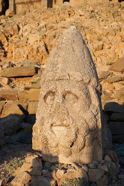 Statue head of Herekles in front of the stone pyramid 62 BC Royal Tomb of King Antiochus I Theos of Commagene, east Terrace, Mount Nemrut or Nemrud Dagi summit, near Adıyaman, Turkey