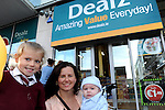 FREE PIC - NO REPRO FEE<br /> 24/09/2015 - Blackpool, Cork<br /> FIRST CUSTOMERS - Mum Karina McGrath from Fairhill, Cork with her kids Hollie (5) and baby Daniel at the official opening of the new Dealz store at Blackpool Retail Park, Cork.<br /> Pic: Brian Lougheed
