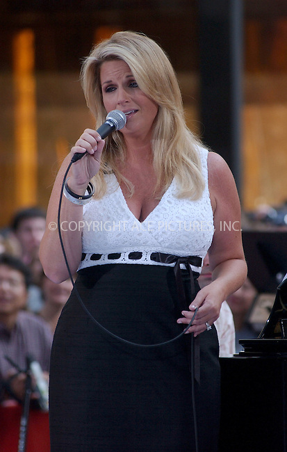 "WWW.ACEPIXS.COM . . . . . ....NEW YORK, MAY 31, 2006....Trisha Yearwood at the ""The Today Show"" says farewell to Katie Couric .. ......Please byline: KRISTIN CALLAHAN - ACEPIXS.COM.. . . . . . ..Ace Pictures, Inc:  ..(212) 243-8787 or (646) 679 0430..e-mail: picturedesk@acepixs.com..web: http://www.acepixs.com"
