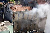 SÃO PAULO, SP, 07.07.2016 -INCENDIO-SP - Incendio sem vitimas no predio onde ocorreu uma reintegração de posse hoje pela manha no centro da cidade de São Paulo nesta quinta-feira, 07. (Foto: Adailton Damasceno/Brazil Photo Press)