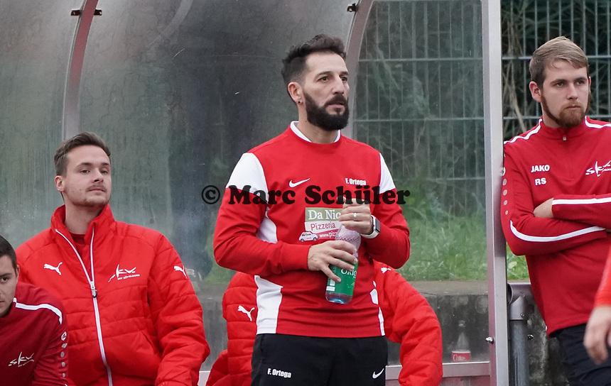 Der neue SKV-Trainer Francisco Ortega - Büttelborn 03.11.2019: SKV Büttelborn vs. SV 07 Nauheim, Gruppenliga Darmstadt