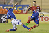 PASTO -COLOMBIA, 12-07-2015: Jhonatan Avila (Der) jugador del Deportivo Pasto disputa el balón con Jonathan Agudelo (Izq) jugador de Millonarios durante partido por la primera fecha de la Liga Águila II 2015 jugado en el estadio La Libertad de la ciudad de Pasto./ Jhonatan Avila (R) player of Deportivo Pasto vies for the ball with Jonathan Agudelo (L) player of Millonarios during the match for the first date of the Aguila League II 2015 played at La Libertad stadium in Pasto city. Photo: VizzorImage / Gabriel Aponte / Staff