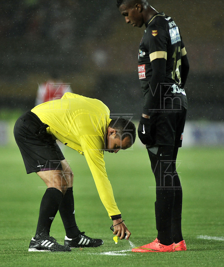 BOGOTA - COLOMBIA -18 -09-2014: Luis Sanchez (Izq), arbitro, durante partido entre Independiente Santa Fe y Once Caldas por la fecha 15 de la Liga Postobon II-2014, en el estadio Nemesio Camacho El Campin de la ciudad de Bogota./ Luis Sanchez (L), referee, during a match between Independiente Santa Fe and Once Caldas for the date 15 of the Liga Postobon II -2014 at the Nemesio Camacho El Campin Stadium in Bogota city, Photo: VizzorImage  / Luis Ramirez / Staff.