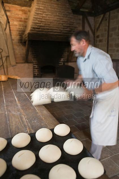 """Europe/France/Aquitaine/40/Landes/ Montfort-en-Chalosse: """"Le Musée de la Chalosse""""- le boulanger prépare le pain"""