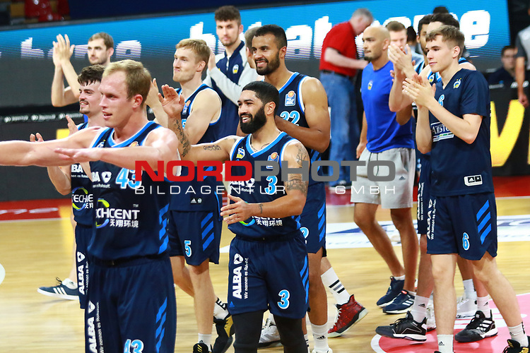 , 43 Luke Sikma, 3 Peyton Siva Alba Berlin jubel am Schluss<br /> <br /> <br /> Basketball Finalturnier 2020, nph0001: Halbfinale Spiel 1  <br /> 22.06.2020<br /> <br /> FOTO: Mladen Lackovic / LakoPress /Pool / nordphoto<br /> <br /> Nur für journalistische Zwecke! Only for editorial use! <br /> No commercial usage!