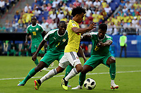 SAMARA - RUSIA, 28-06-2018: Kalidou KOULIBALY (Izq) y Keita BALDE (Der) jugadores de Senegal disputan el balón con Juan CUADRADO (C) jugador de Colombia durante partido de la primera fase, Grupo H, por la Copa Mundial de la FIFA Rusia 2018 jugado en el estadio Samara Arena en Samara, Rusia. /  Kalidou KOULIBALY (L) and Keita BALDE (R) players of Senegal fight the ball with Juan CUADRADO (L) player of Colombia during match of the first phase, Group H, for the FIFA World Cup Russia 2018 played at Samara Arena stadium in Samara, Russia. Photo: VizzorImage / Julian Medina / Cont