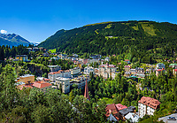 Oesterreich, Salzburger Land, Pongau, Gasteiner Tal, Bad Gastein: mit Pfarrkirche und Kurhotels vor den Hohen Tauern | Austria, Salzburger Land, region Pongau, Gastein Valley, Bad Gastein: with parish church and spa hotels, Hohe Tauern mountains at background