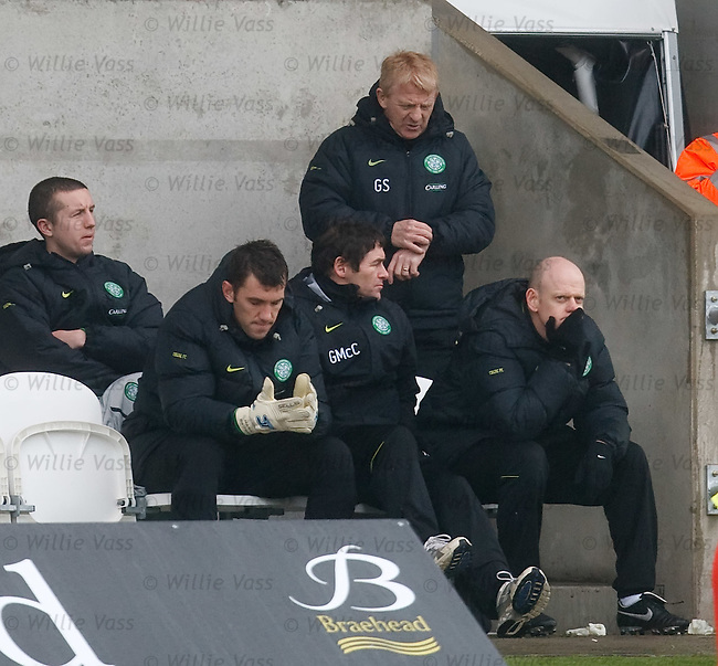 Gordon Strachan checks his watch as time runs out on Celtic's Scottish Cup ambitions