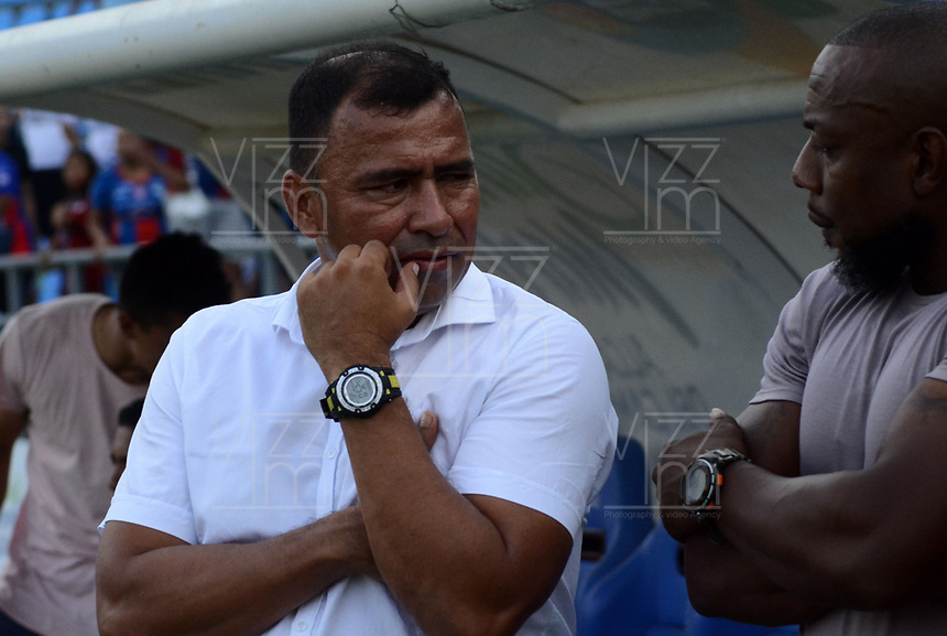 SANTA MARTA- COLOMBIA, 18-04-2019: Harold Rivera director técnico del Unión Magdalena ante el América de Cali durante partido por fecha 16 de la Liga Águila I 2019 jugado en el estadio Sierra Nevada de la ciudad de Santa Marta. / Harold Bedoya coach of Union Magdalena agaisnt of America of Cali during match for the date 16 as part of the Aguila League I 2019 played at the Sierra Nevada Stadium in Santa Marta city. Photo: VizzorImage / Gustavo Pacheco / Contribuidor