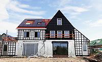 Nederland Zaandam 2018.   Nieuwbouw in Zaandam. Zaans Hout. Muren worden geisoleerd en daken krijgen zonnepanelen.   Foto Berlinda van Dam / Hollandse Hoogte