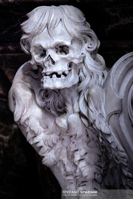 St Peter's Basilica at the Vatican  death statue, skull statue, particularly grave Vatican       ....