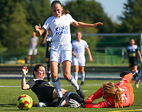 20190921 – LEUVEN, BELGIUM : OHL's Jill Janssens (in the middle) and goal keeper Mirthe Claes are pictured stopping the attack of E. Aalst's player during a women soccer game between  Oud Heverlee Leuven Ladies B and Eendracht Aalst Ladies on the fourth matchday of the Belgian Division 1 season 2019-2020, the Belgian women's football  national division 1, Saturday 21th September 2019 at the Bruinveld Youth Complex, Domeinstraat in Leuven , Belgium. PHOTO SPORTPIX.BE | SEVIL OKTEM