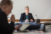 """Konstituierende Sitzung des Untersuchungsausschuss """"Gedenkstaette Hohenschoenhausen"""" des Berliner Abgeordnetenhaus.<br /> Der Untersuchungsausschuss wurde eingesetzt um sich """"mit moeglichen Ursachen, Konsequenzen und der Verantwortung fuer mutmassliche Fehlentwicklungen an der """"Gedenkstaette Berlin-Hohenschoenhausen"""" in der 17. und 18. Wahlperiode"""" zu befassen. Der damalige Leiter der Gedenkstaette, Hubertus Knabe, war 2019 entlassen worden, nachdem sich mehrere Mitarbeiterinnen ueber sexuell uebergriffiges Verhalten des Leiters und anderen Vorgesetzter oeffentlich geaeussert hatten.<br /> Im Bild: Die Ausschussvorsitzender Sabine Bangert, Buendnics 90/Die Gruenen.<br /> 24.3.2020, Berlin<br /> Copyright: Christian-Ditsch.de<br /> [NUR FUER REDAKTIONELLE ZWECKE! Werbung nur auf Anfrage beim Fotografen. Inhaltsveraendernde Manipulation des Fotos nur nach ausdruecklicher Genehmigung des Fotografen. Vereinbarungen ueber Abtretung von Persoenlichkeitsrechten/Model Release der abgebildeten Person/Personen liegen nicht vor. NO MODEL RELEASE! Don't publish without copyright Christian-Ditsch.de, Veroeffentlichung nur mit Fotografennennung, sowie gegen Honorar, MwSt. und Beleg. Konto: I N G - D i B a, IBAN DE58500105175400192269, BIC INGDDEFFXXX, Kontakt: post@christian-ditsch.de<br /> Bei der Bearbeitung der Dateiinformationen darf die Urheberkennzeichnung in den EXIF- und  IPTC-Daten nicht entfernt werden, diese sind in digitalen Medien nach §95c UrhG rechtlich geschuetzt. Der Urhebervermerk wird gemaess §13 UrhG verlangt.]"""