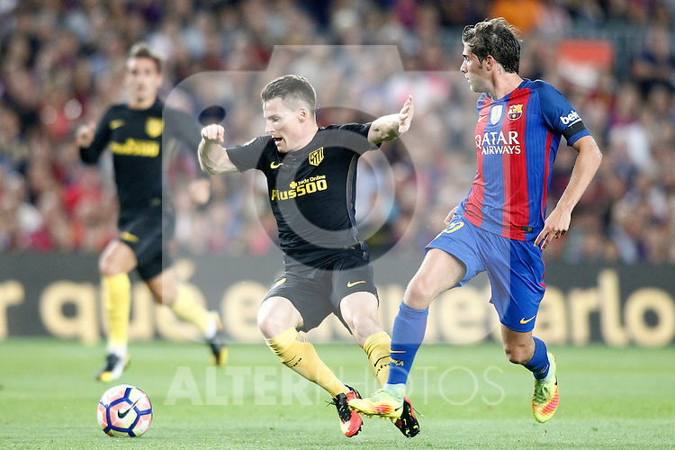 FC Barcelona's Sergi Roberto (r) and Atletico de Madrid's Kevin Gameiro during La Liga match. September 21,2016. (ALTERPHOTOS/Acero)