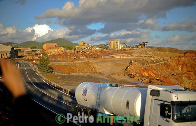 Las minas de Riotinto se sitúan en el corazón de la franja pirítica del suroeste de España, en la provincia de Huelva. Han albergado históricamente las principales minas de oro, plata y cobre del país y guarda un impresionante patrimonio industrial que lo convierten en uno de los puntos más singulares de Andalucía. En la imagen la mina de Cerro Colorado. 15 noviembre 2011(c) Pedro ARMESTRE.