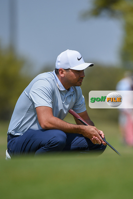 Jason Day (AUS) lines up his putt on 1 during day 1 of the WGC Dell Match Play, at the Austin Country Club, Austin, Texas, USA. 3/27/2019.<br /> Picture: Golffile | Ken Murray<br /> <br /> <br /> All photo usage must carry mandatory copyright credit (© Golffile | Ken Murray)