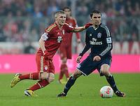 FUSSBALL   1. BUNDESLIGA  SAISON 2012/2013   27. Spieltag   FC Bayern Muenchen - Hamburger SV    30.03.2013 Bastian Schweinsteiger (li, FC Bayern Muenchen) gegen Milan Badelj (Hamburger SV)