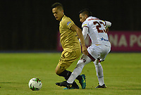 RIONEGRO - COLOMBIA, 26-07-2019: David Contreras (Izq.) jugador de Rionegro disputa el balón contra  David Contreras (Der.) jugador  del Deportes Tolima durante el encuentro por la fecha 3 de la Liga Águila II 2019  jugado en el estadio Alberto Grisales de la ciudad de Rionegro. / David Contreras (R) player of Rionegro fights for the ball agaisnt of David Contreras (R) player of Deportes Tolima during match for the  date 3 of league Aguila II 2019  played at the Alberto Grisales Stadium in Rionegro city. Photo: VizzorImage / León Monsalve / Contribuidor