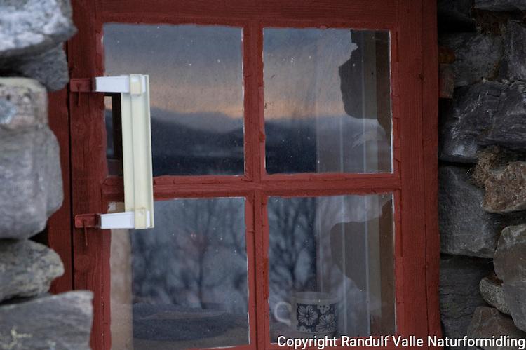 Vindu fra hytta Røverhulen i Gausdal Vestfjell ---- Window from stone cabin in Gausdal Vestfjell