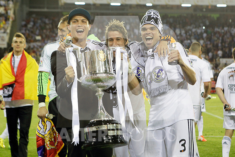 Real Madrid's Cristiano Ronaldo (l), Fabio Coentrao (c) and Pepe celebrate the victory in the spanish KIng's Cup Final match.April 16,2014. (ALTERPHOTOS/Acero)