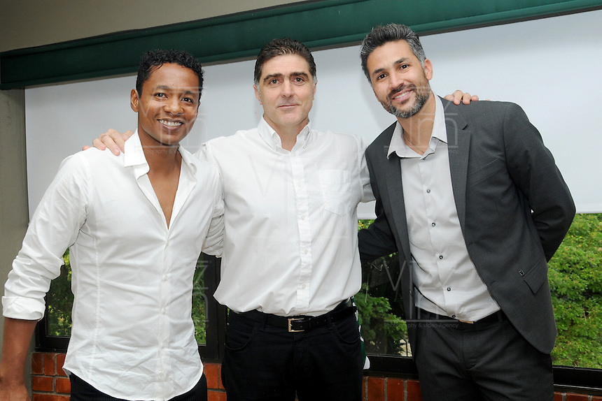 CALI - COLOMBIA- 23-04-2016: Mario Alberto Yepes (Der.), de Colombia, es el nuevo técnico de Deportivo Cali, Fredy Hurtado (Izq.), Asistente Tecnico y Daniel Curvelo, durante rueda de prensa en la sede del Club en Pance. Yepes, colombiano de 40 años, ex jugador de la Selección Colombia, Deportivo Cali, Cortuluá, Rionegro, Nantes, París Saint Germain (Francia), Milán, Chievo, Atalanta (Italia), River Plate, San Lorenzo (Argentina), realizó sus estudios como entrenador en territorio italiano, esta será la primera oportunidad del exjugador desde el banco para dirigir un equipo. / Mario Alberto Yepes (R), of Colombia, is the new coach of Deportivo Cali, Fredy Hurtado (L), Technical assistant and Daniel Curvelo,  during news conference at the headquarters in Pance. Yepes, 40-year-old, former player of the national team Colombia, Deportivo Cali, Cortuluá, Rionegro Nantes, Paris Saint Germain (France), Milan, Chievo, Atalanta (Italy), River Plate, San Lorenzo (Argentina), studied coaching in Italian territory this one will be the first opportunity of the ex player from the bench, to direct a team. Photo: VizzorImage / Nelson Rios / Cont.