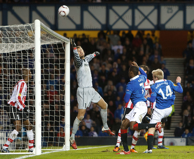Steven Naismith's header saved by Isaksson