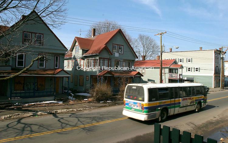 WATERBURY, CT--30 MARCH 2007--033007JS03- Houses in the 706-804 block on East Main Street in Waterbury.<br /> Jim Shannon / Republican-American