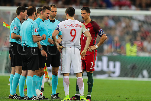 30.06.2016. Marseille, France. UEFA EURO 2016 quarter final match between Poland and Portugal at the Stade Velodrome in Marseille, France, 30 June 2016.   Robert Lewandowski (POL), Cristiano Ronaldo (POR), Felix Brych,  toss the coin for penalty priorities