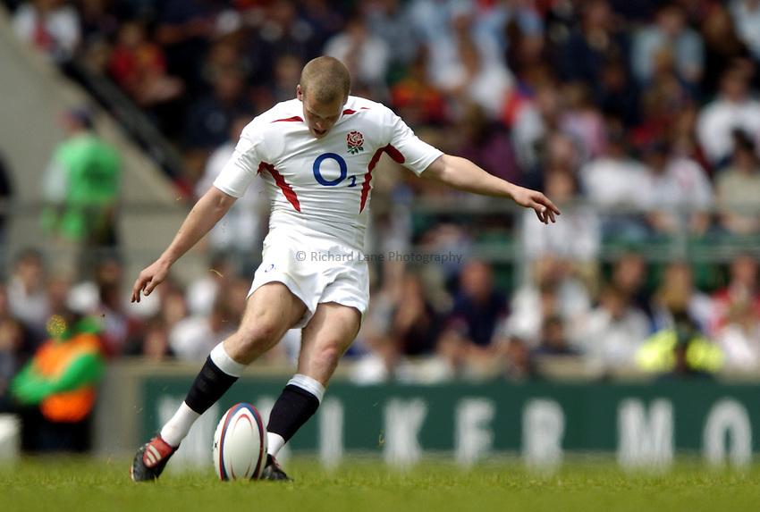 Photo: Richard Lane..England v Barbarians. Staffware Challenge Series. 30/05/2004..Dave Walder kicks.