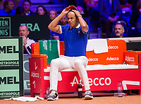 Le joueur de tennis français Lucas Pouille opposé au joueur Croate Marin Cilic lors de la  Finale de la Coupe Davis France vs Croatie, au Stade Pierre Mauroy à Villeneuve d'Ascq .<br /> France, Villeneuve d'Ascq , 25 novembre 2018.<br /> French tennis player Lucas Pouille vs Croatian tennis players Marin Cilic during the final of the Davis Cup, at the Pierre Mauroy stadium in Villeneuve d'Ascq .<br /> France, Villeneuve d'Ascq , 25 November 2018<br /> Pic : Yannick Noah