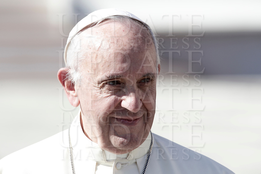 Pope Francis leaves at the end of an audience to the Vincentian family on the 400th centenary of the Vincentian Charism in St. Peter's Square at the Vatican, on October 14, 2017.<br /> UPDATE IMAGES PRESS/Isabella Bonotto<br /> <br /> STRICTLY ONLY FOR EDITORIAL USE
