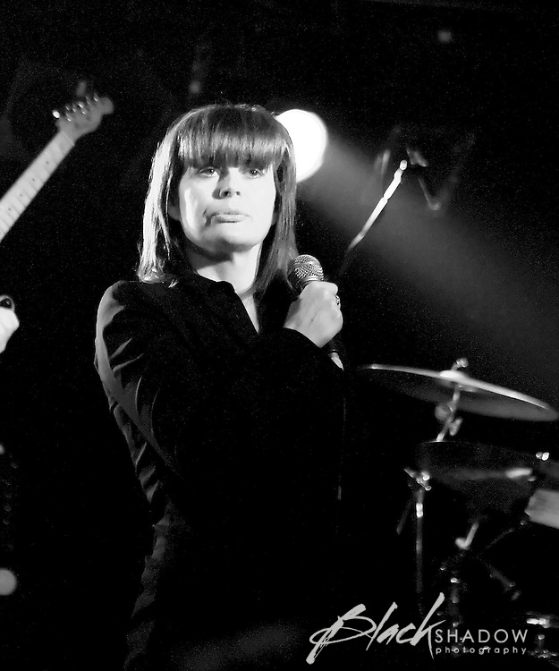Chrissie Amphlett joins the Hoodoo Gurus on stage at the Ian Rilen benefit show, Prince of Wales, Melbourne, 6 October 2006