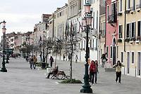 Passeggiata alla Fondamenta delle Zattere, Venezia.<br /> People walk along the a Fondamenta delle Zattere in Venice.<br /> UPDATE IMAGES PRESS/Riccardo De Luca