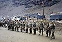 Turquie 1991.Les réfugiés kurdes sur la frontière.Turkey 19991.Kurdish refugees on the border and Turkish army