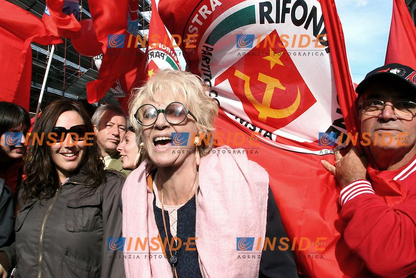 La senatrice dell'Italia dei Valori Franca Rame.Roma 20/10/2007 Manifestazione Nazionale della Sinistra Radicale contro il Precariato.Foto Serena Cremaschi Insidefoto....