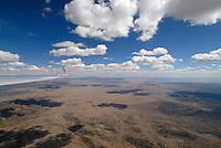 Capitan Mountains: AMERIKA, VEREINIGTE STAATEN VON AMERIKA, NEW MEXICO,  (AMERICA, UNITED STATES OF AMERICA), 30.04.2011:Capitan Mountain,  art, Abstract, Abstraction, Alamagordo, Uebungsgebiet der Bundeswehr, Abstracts, Abstrakt, Abstrakte, Abstraktion, Aerial, Aerial image, Aerial photo, Aerial Photograph, Aerial Photography, Aerial picture, Aerial View, Aerial Views,  America, Amerika, Art, Auf dem Land,  Aussen, Aussenansicht,  Bird eye, Blick von oben,  Country, Country-side, Countryside, Culture, Cultures, Draussen, Fine Art,  Form, From above, Kein mensch, Keine Menschen, Keine Person, Keine Personen, Kultur, Kulturell, Kulturen, Kunst, Laendlich, Laendliche, Laendliche Gegend, Laendliche Szene,  Landscape, Landscapes, Landschaft, Landschaften,  Luftansicht, Luftaufnahme, Luftaufnahmen, Luftbild, Luftbilder, Luftbildfotografie, Luftbildfotografien, Luftbildphotografie, Luftbildphotografien, Luftfoto, Luftfotos, Luftphoto, Luftphotos, Neu, Neue, Neuer, Neues, New, new Mexico, new mexiko, Niemand,  Outdoor, Outdoor, Life Outdoor, view Outdoors, Outside, Outsides, Outward, Perspective, United States United States of America, USA, Vereinigte Staaten Vereinigte Staaten von Amerika, Vogelperspektive, Vogelperspektiven,  Wueste, Sand, sandig, Landleben, Huegel und Berge oestlich des Rio Grande, Wueste,  USA, Vereinigte, Staaten, von Amerika, US, New Mexico, Mexiko, Wueste, trocken, vertrocknet, ausgetrocknet, Duerre, Landschaft, Landschaften, natur, Weite, endlos, Horizont, Wolke, Wolken, Berge, Bergland, Huegelland, Rio, Grand, Cumulus, Wolken, Aufwind, Fluegel eines Segelflugzeugs,