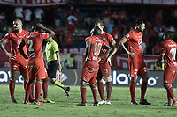 CALI - COLOMBIA, 21-04-2019: Jugadores de América dejan el campo de juego al medio tiempo durante el partido entre América de Cali y Millonarios por la fecha 17 de la Liga Águila II 2018 jugado en el estadio Pascual Guerrero de la ciudad de Cali. / Players of America leave the field at halftime during match for the date 17 as part of Aguila League I 2019 between America Cali and Millonarios played at Pascual Guerrero stadium in Cali. Photo: VizzorImage / Gabriel Aponte / Staff
