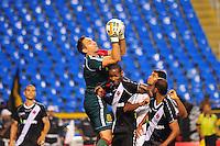 RIO DE JANEIRO, RJ, 25 DE AGOSTO 2012 - CAMPEONATO BRASILEIRO - VASCO X FLUMINENSE - Fernando Prass, jogador do Vasco, durante partida contra o Fluminense, pela 19a rodada do Campeonato Brasileiro, no Stadium Rio (Engenhao), na cidade do Rio de Janeiro, neste sabado, 25. FOTO BRUNO TURANO  BRAZIL PHOTO PRESS