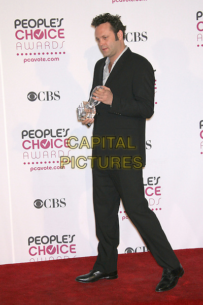 VINCE VAUGHN (winner Favorite Leading Man).The 33rd Annual People's Choice Awards - Press Room held at The Shrine Auditorium, Los Angeles, California, USA..January 9th, 2007.full length black suit award trophy .CAP/ADM/ZL.©Zach Lipp/AdMedia/Capital Pictures