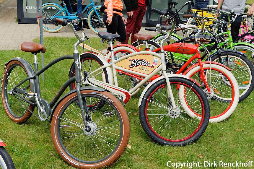 Fahrradverleih in Sopot (Zoppot), Woiwodschaft Pommern (Wojew&oacute;dztwo pomorskie), Polen, Europa<br /> rent a bike in Sopot, Poland, Europe